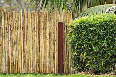 DIY wooden latte garden fence